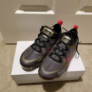 Nike Air Vapormax 2019 women size 7 brand new with